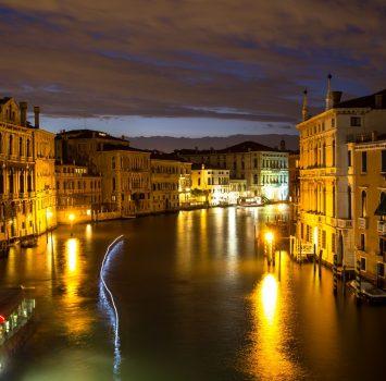 アカデミア橋から見るカナル・グランデの風景 ヴェネツィア