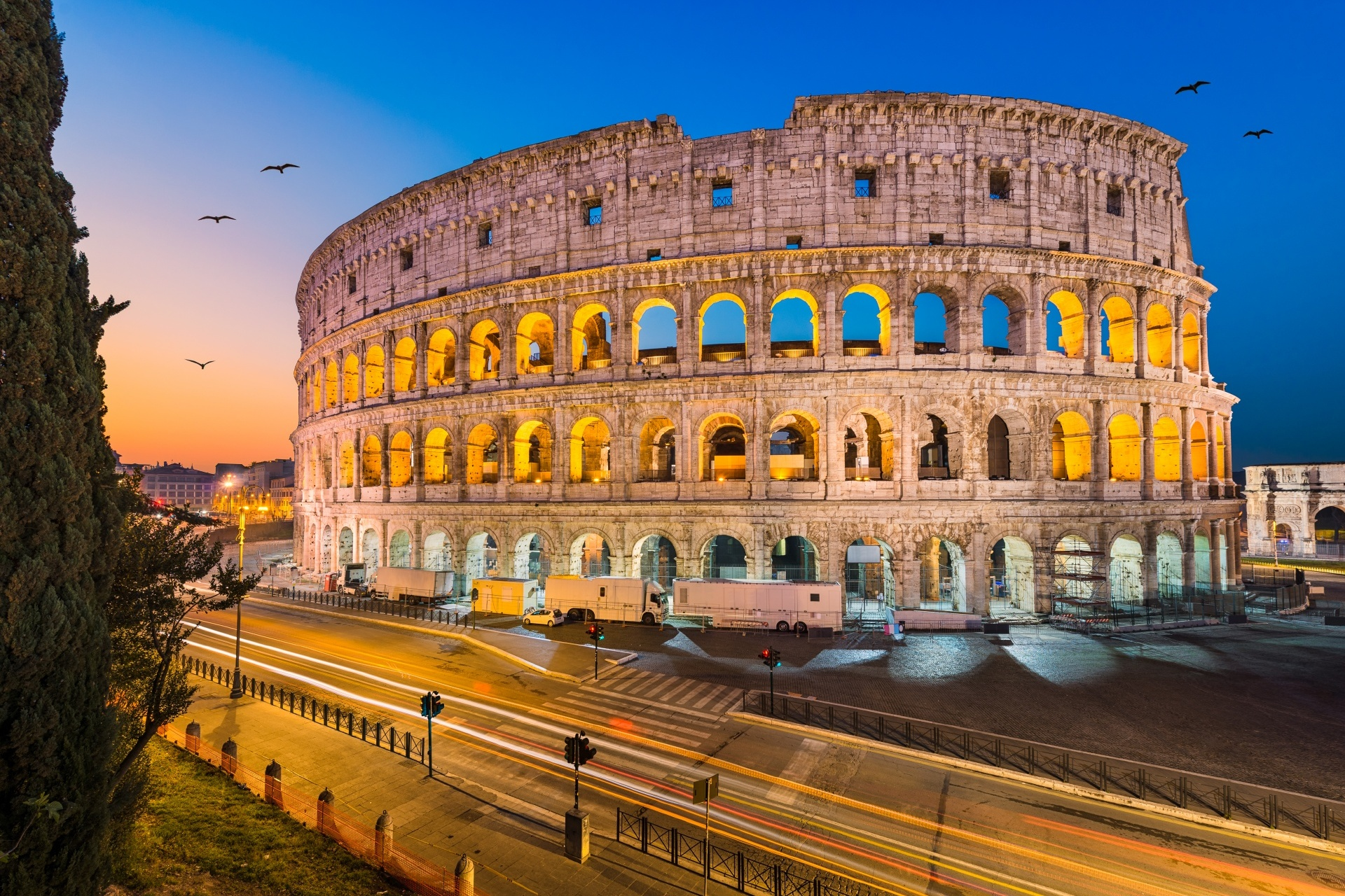 夜のローマ コロッセオ イタリアの風景