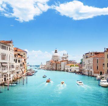 カナル・グランデとサンタ・マリア・デッラ・サルーテ聖堂 ヴェネツィアの風景 イタリアの風景