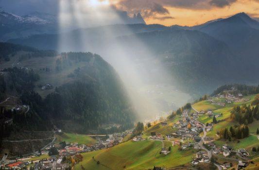 ドロミーティの山岳風景 イタリアの風景