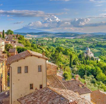 モンテプルチャーノから眺めるトスカーナの風景 イタリアの風景