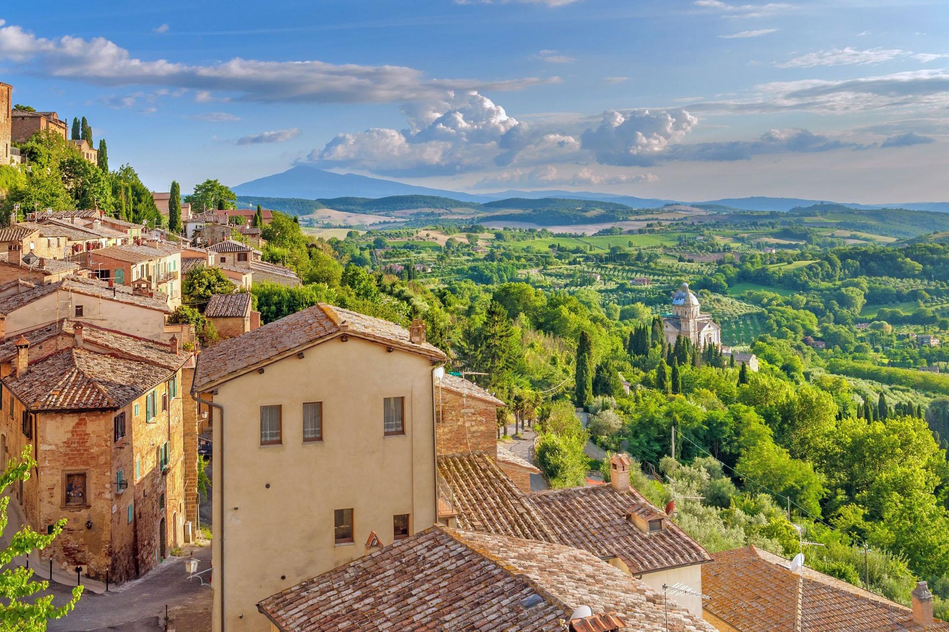 モンテプルチャーノから眺めるトスカーナの風景