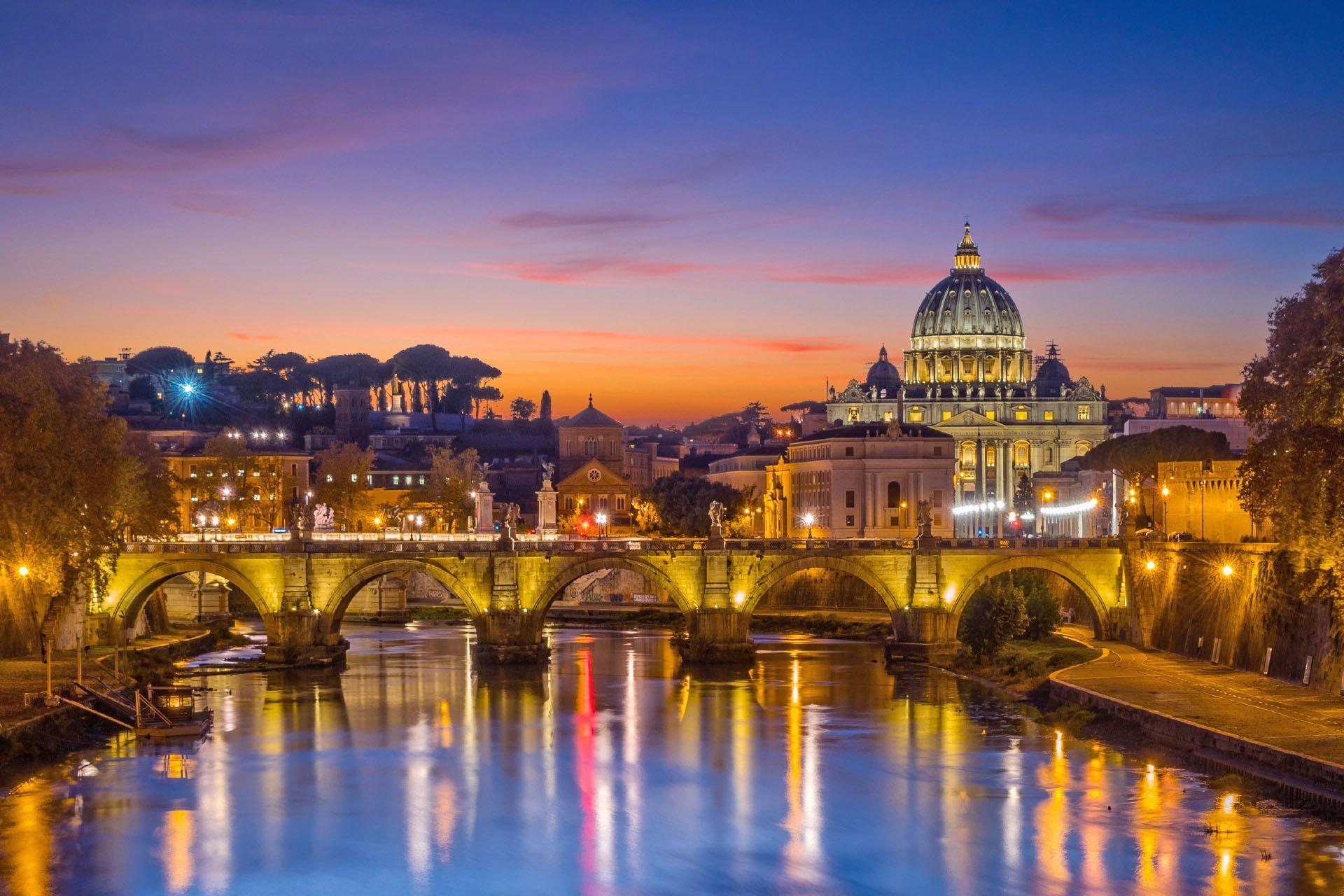 ウンベルト1世橋から見る夕暮れのローマの町