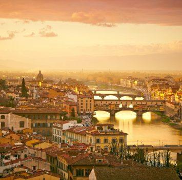 夕暮れのフィレンツェ ポンテ・ヴェッキオとフィレンツェの風景 イタリアの風景