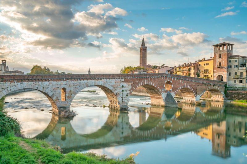 ピエトラ橋とヴェローナの街並み