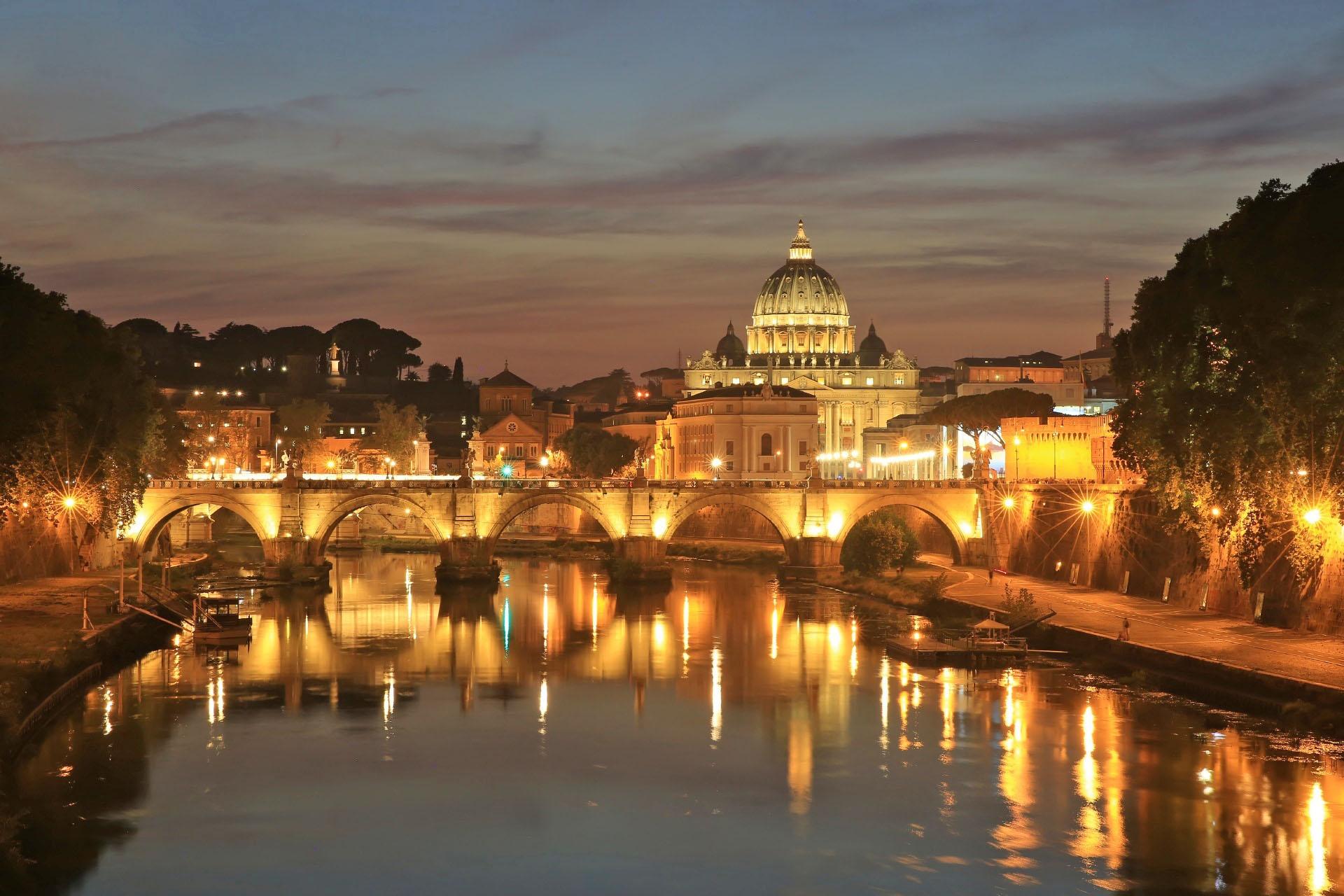 夕暮れのテヴェレ川とサン・ピエトロ大聖堂 サンタンジェロ橋