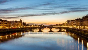 夕暮れのフィレンツェ サンタ・トリニタ橋とアルノ川